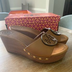 Tory Burch Patti leather wedges in Royal Tan